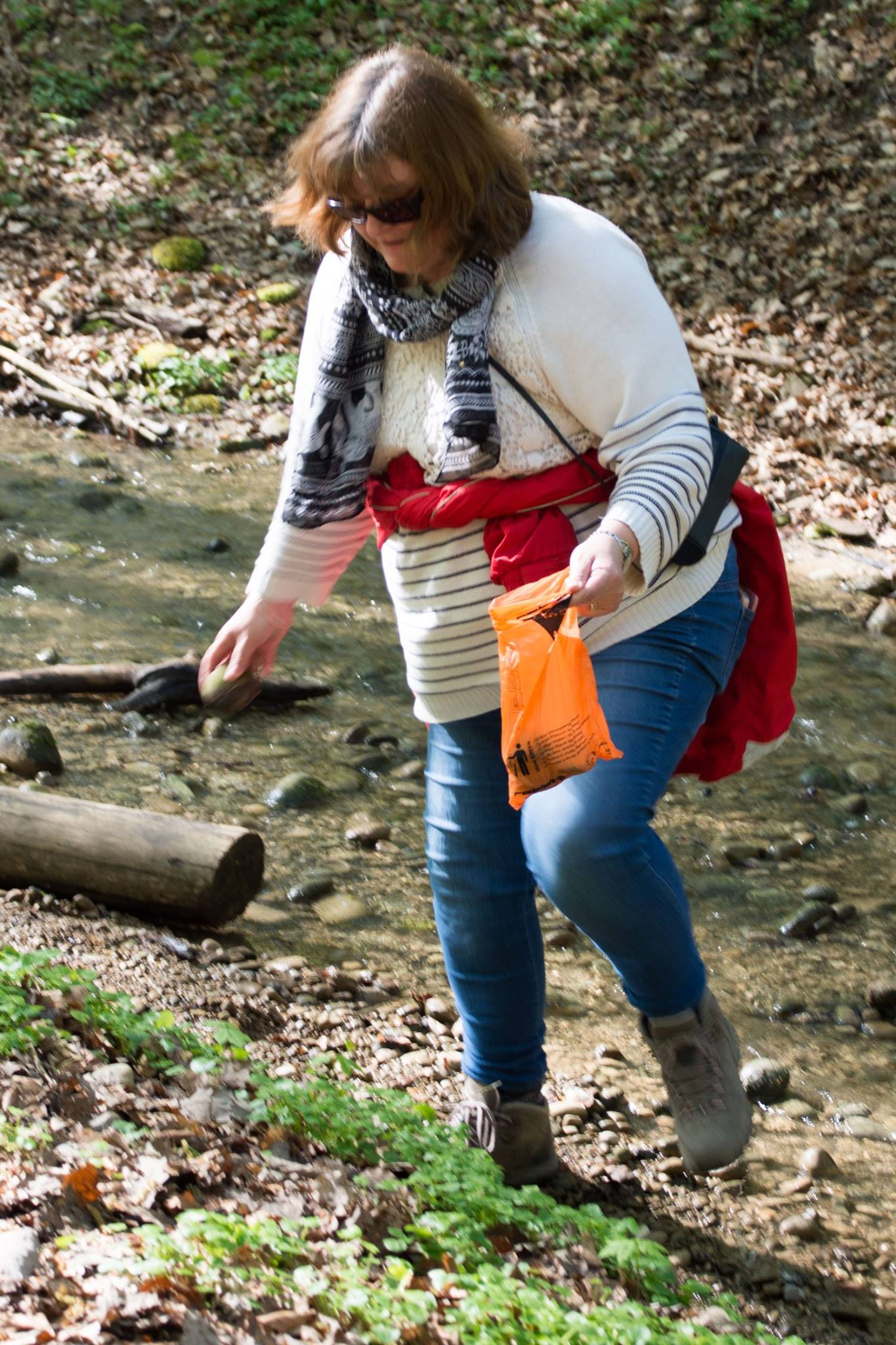 Collecting-pebbles-on-the-Wednesday-walk-in-Allschwilerwald-in-April